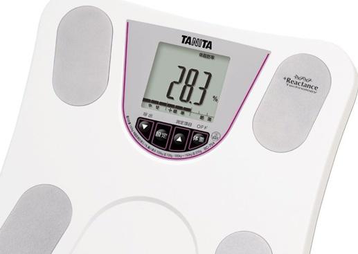 内臓脂肪レベルを測る体組成計