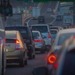通勤時間が長く、20分以上かかる人は慢性ストレスにさらされている。特に車通勤。